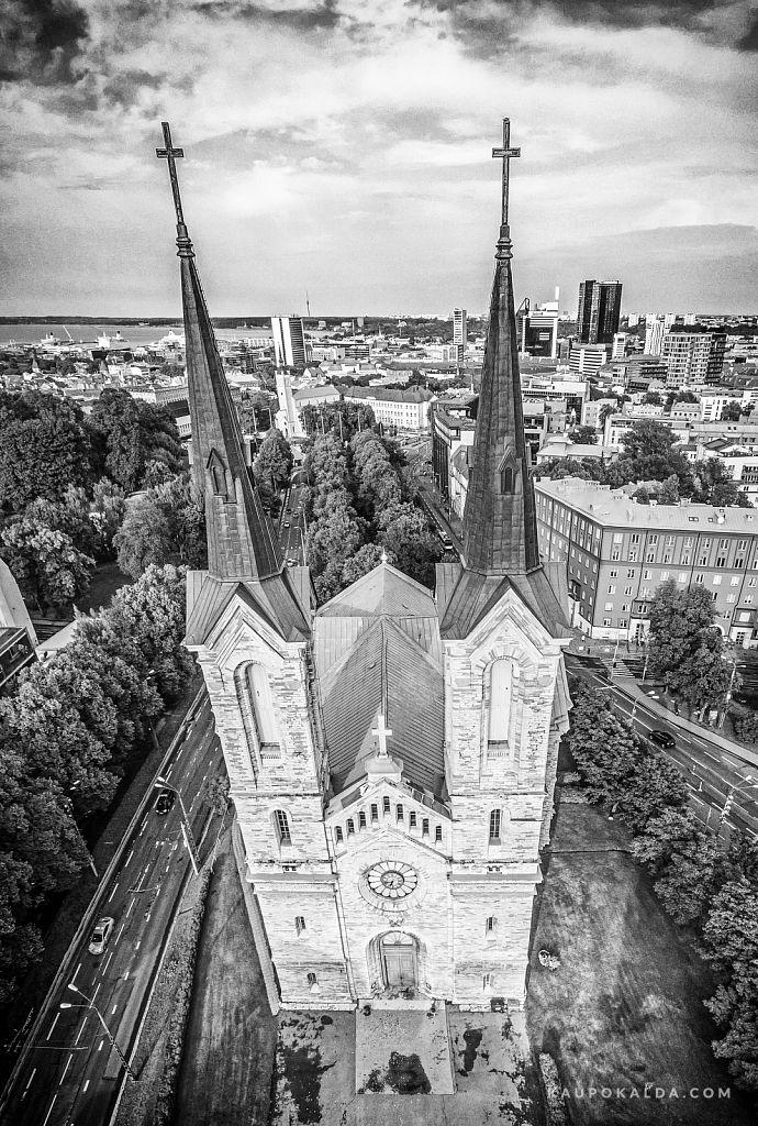 Kaarli kirik mustvalgena