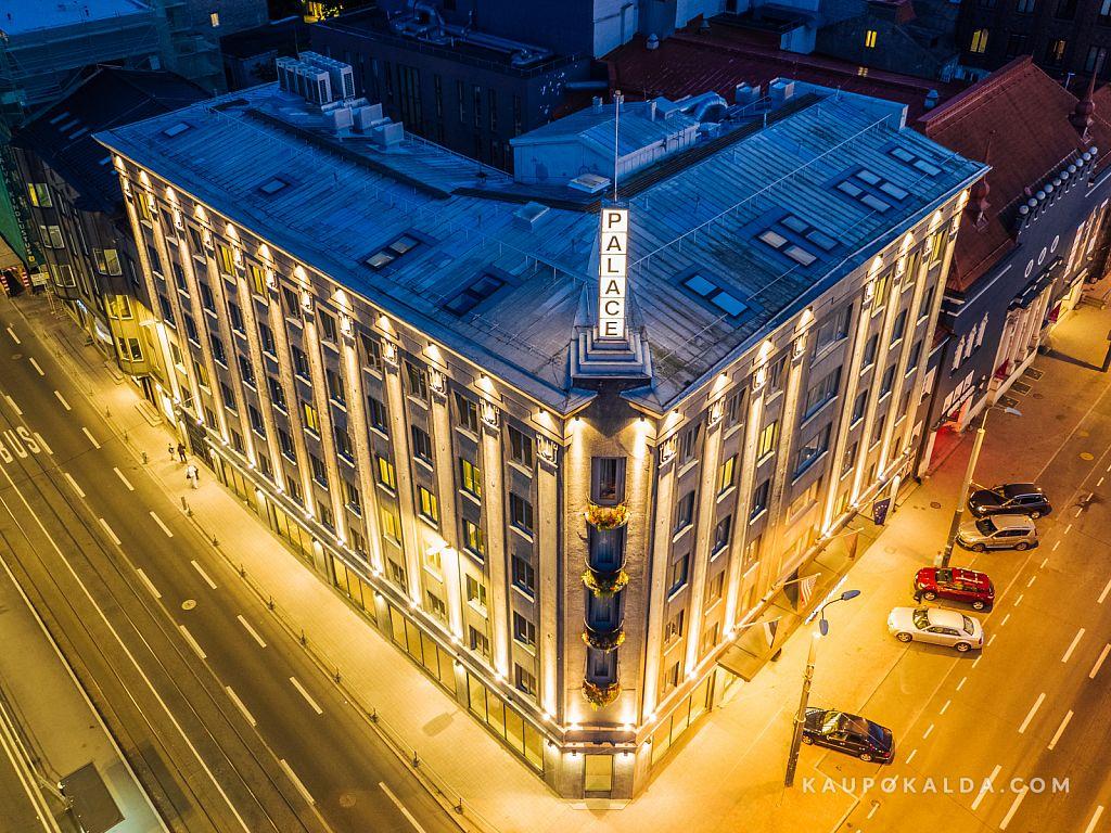 Hotell Palace kuldne valgus