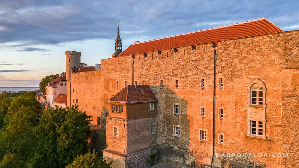 Viimased päikesekiired Toompea lossil